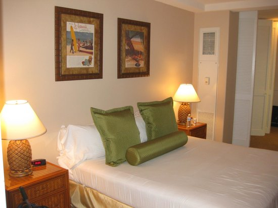 Aston at The Whaler on Kaanapali Beach: Bedroom