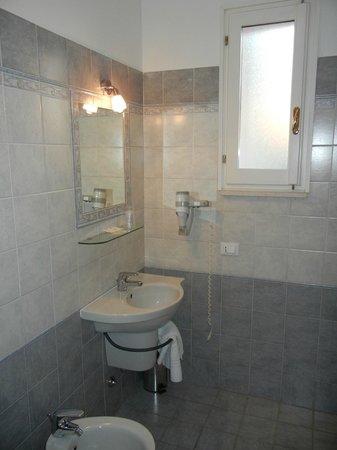 Villa Elisa: Very clean bathrooms