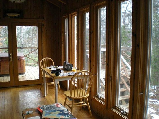 Cottages at Spring House Farm: Windows all around cabin provide beautiful views