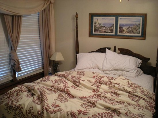 Beacon House Inn Bed & Breakfast: Super comfortable bed