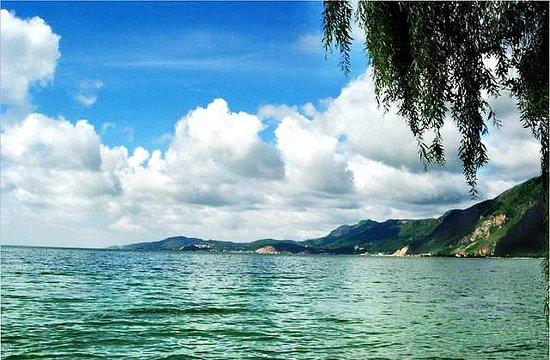 Kunming Bright Moon Lake Photo
