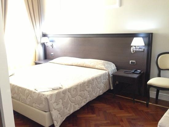Hotel Lombardia : renovated room