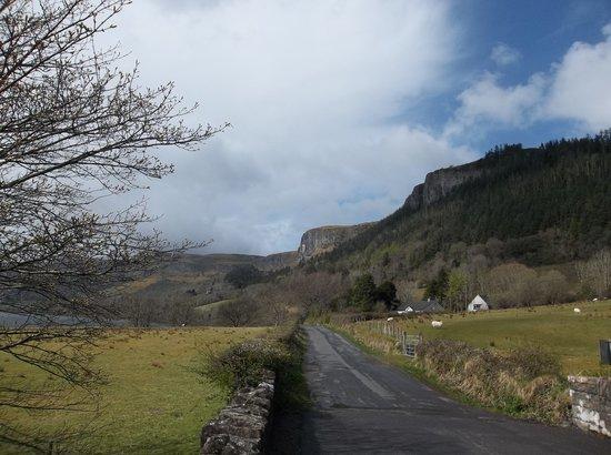Glencar Waterfall: Road toward waterfall
