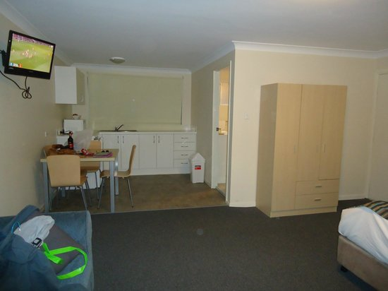 Discovery Parks - Gerroa: Kitchenette & room