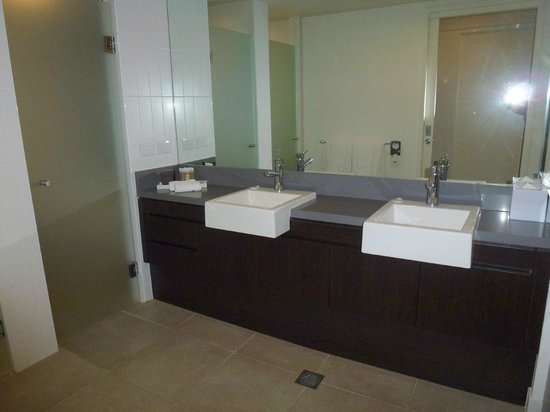 Pullman Port Douglas Sea Temple Resort & Spa: Double sinks