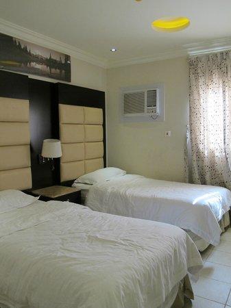 Al Janadriyah Suites 7 : The second & third bedroom has similar design