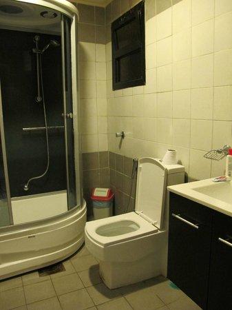 Al Janadriyah Suites 7 : Master Bathroom