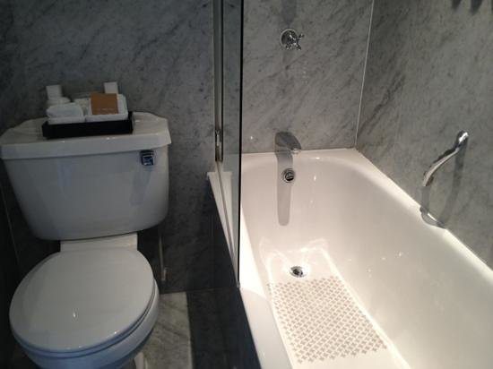 Radisson Blu Edwardian Vanderbilt: Bath