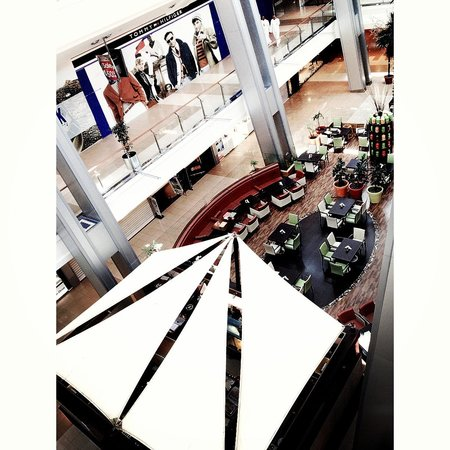 Red Sea Mall: Lots of coffee shops