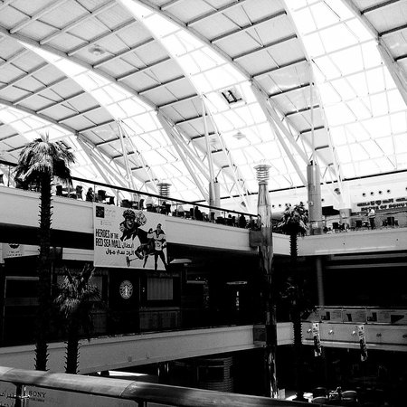 Red Sea Mall: Lovely skylight