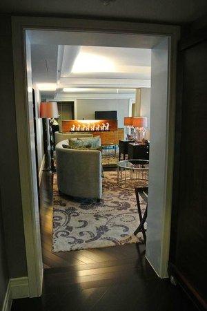هوتل إندونيسيا كيمبينسكي جاكرتا: Suite entrance