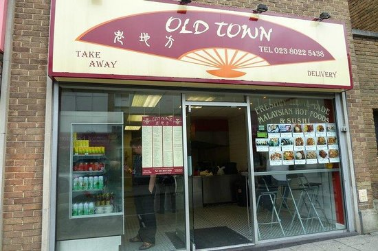Old Town Malaysian and Sushi Takeaway: Never mind the decor just sniff the cooking