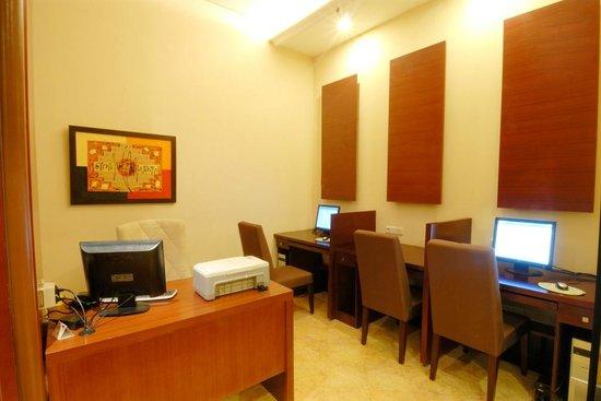 Manado Quality Hotel: Business Center