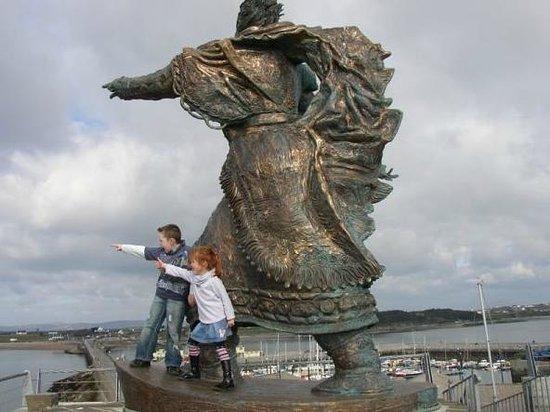 Tralee, Ierland: St. Brendan Statue at Fenit Pier