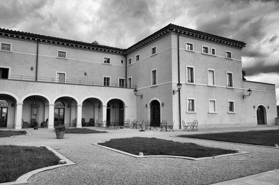 Vicarello Di Volterra: Parte dell'esterno