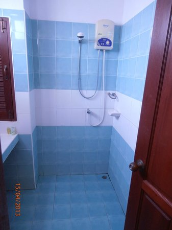 Hathai House: Basic Shower appliance with hot and cold water