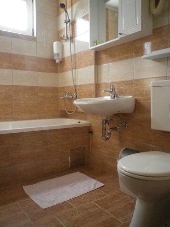 Hotel Garten: Bathroom