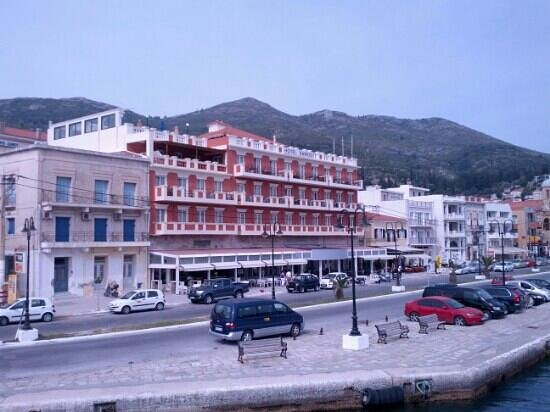 Samos City Hotel : The view of the hotel from the boat when you're coming from Turkey.