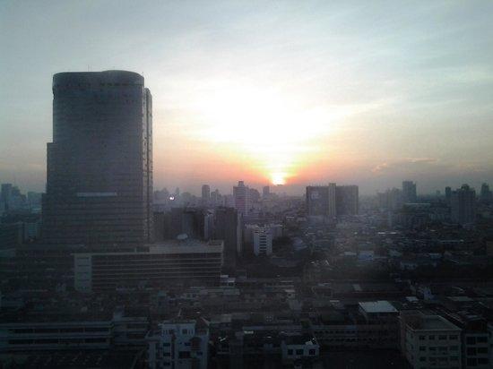 Grand Mercure Fortune Bangkok: Belle vue dégagée - mais baie vitrée à nettoyer ...