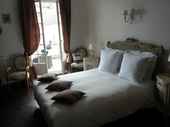 Remy, France: Lovely Bedrooms