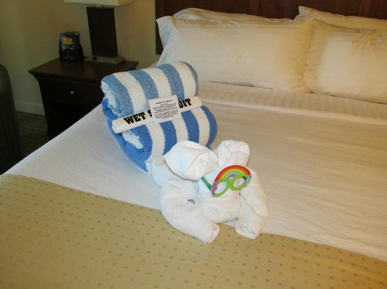 Holiday Inn Resort Lake George: Towel Animal on bed in master bedroom