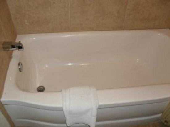 Americas Best Value Inn - Downtown Phoenix: Bath-tub