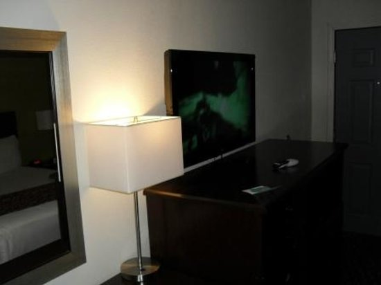 Americas Best Value Inn - Downtown Phoenix: Fat screen TV