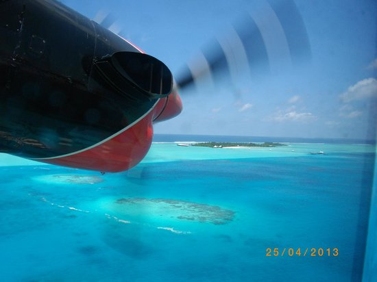 Cinnamon Hakuraa Huraa Maldives: first view of chaaya lagoon from sea plane