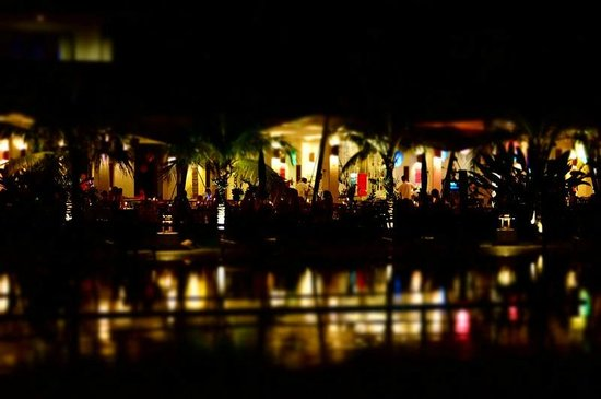 Sunwing Kamala Beach : Looking over pool to the main dining area at night.