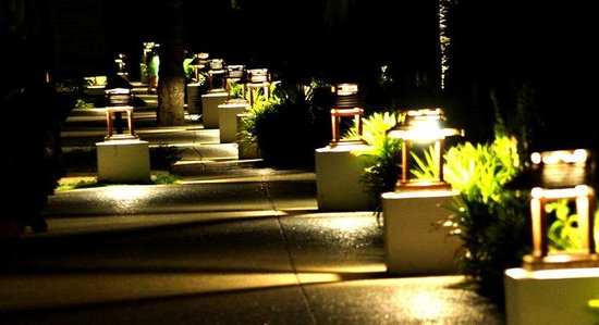 Sunwing Kamala Beach : Atmospheric at night., walking past the pools to the beach
