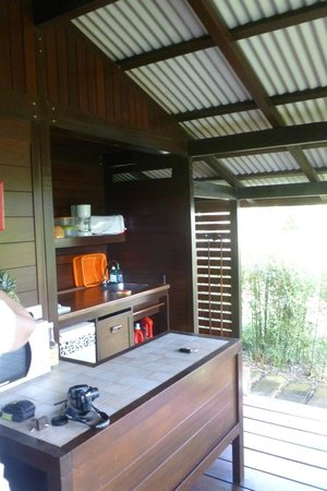 Piton Bungalows: cuisine terrasse