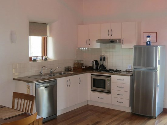 Rawnsley Park Station Eco Villas: Well Equipped Kitchen