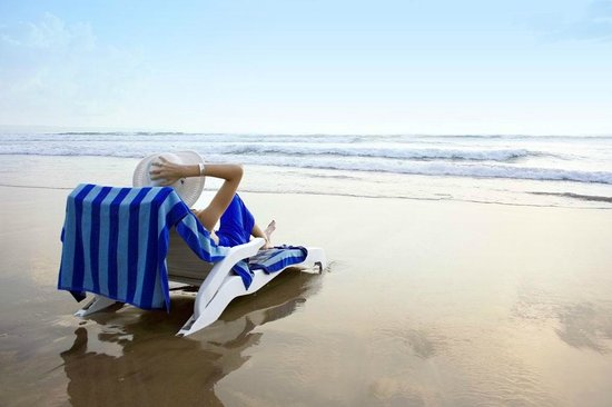 Pelangi Bali Hotel: beach