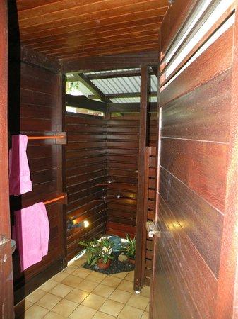 Piton Bungalows: salle de bain