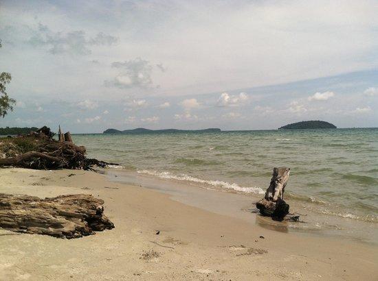 White Beach Bungalows: View from their beach