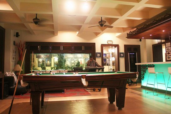 Genial MAYFAIR Hideaway Spa Resort: POOL TABLE