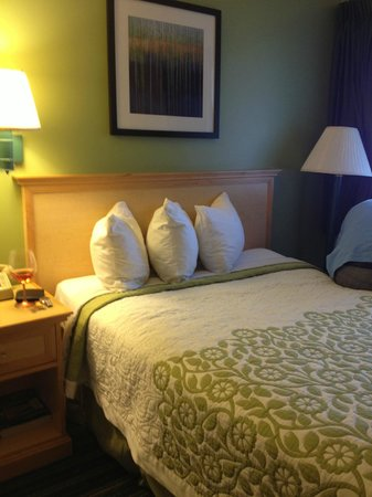 Days Inn Santa Barbara: Nice queenbeds