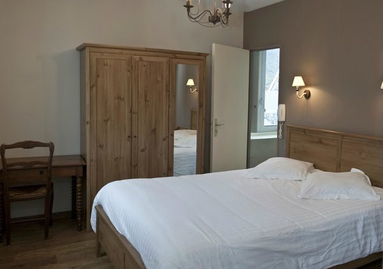 Hotel De Londres : chambre