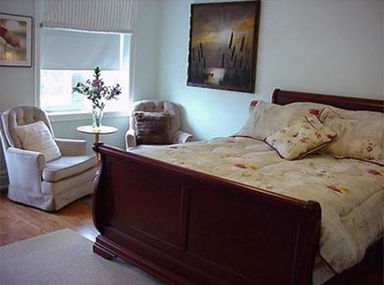 Clinton and Bloor B&B: Sunset Suite at Suite Dreams