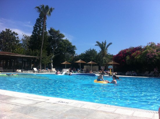 Paphos Gardens Holiday Resort: The pool