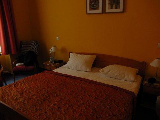 Cloister Inn Hotel: Room