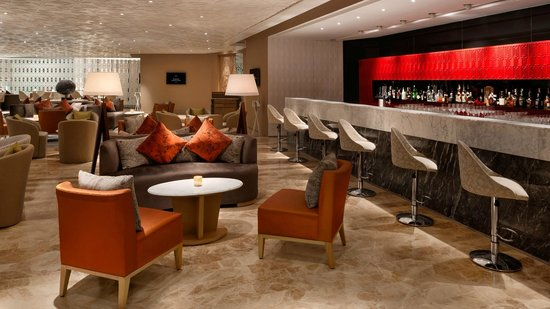 The Leela Ambience Convention Hotel, Delhi: Cherry Bar