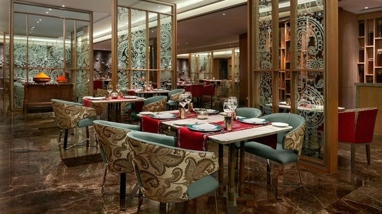 The Leela Ambience Convention Hotel, Delhi: Dilli 32 - Indian Specialty Restaurant