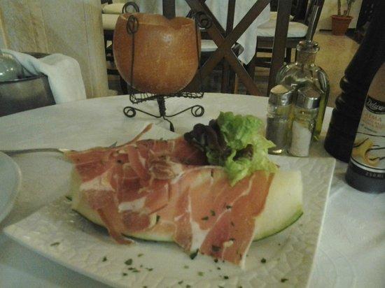 Cantonet: ham and melon starter
