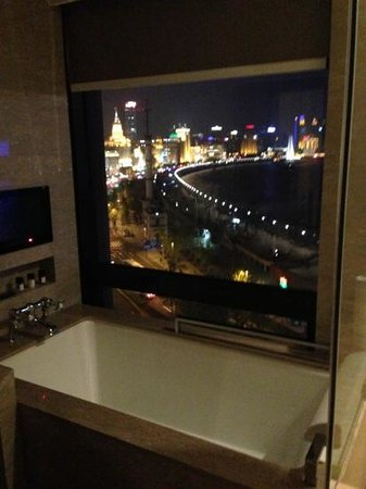Les Suites Orient, Bund Shanghai: bathtub with a view!