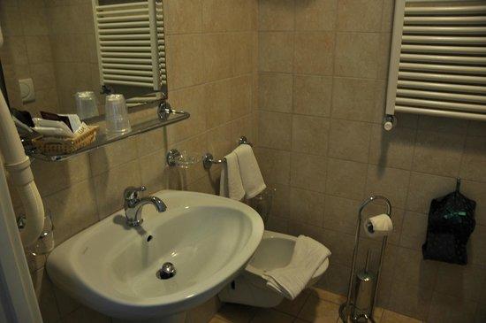 Hotel Dora: B&Bs bathroom