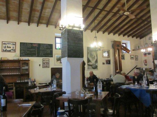 Celler El Moli: menu on blackboards