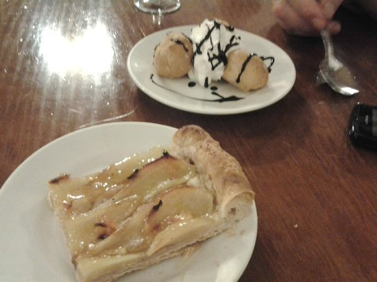 Celler El Moli: apple tart and profiteroles