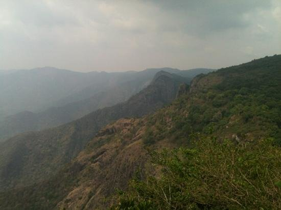 Kolli Hills, Ινδία: seekkuparai rock view