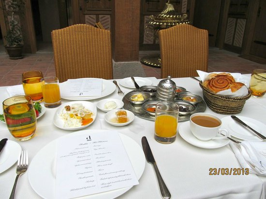 Divan Cukurhan: Breakfast - served at the table.